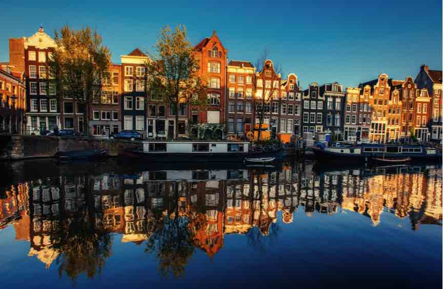 UK firms move to Netherlands